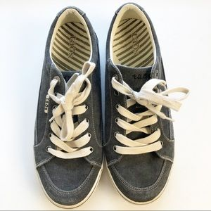 Taos Moc Star Dark Gray Canvas Lace Up Sneakers 10